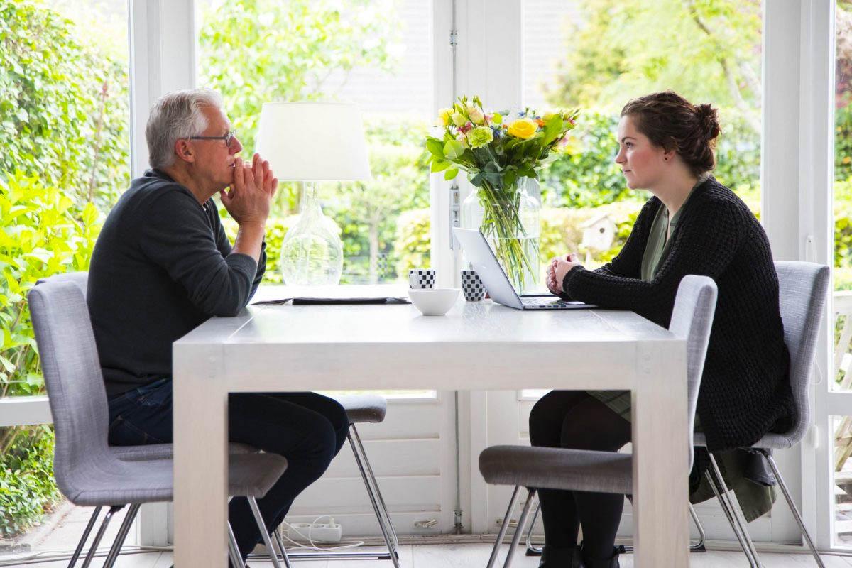 Tekstschrijver in Friesland - Nathalie van Opgevallen aan het werk