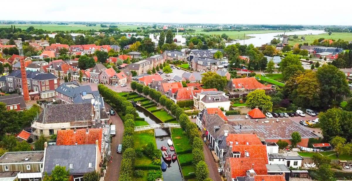 Drone fotografie van IJlst in Friesland