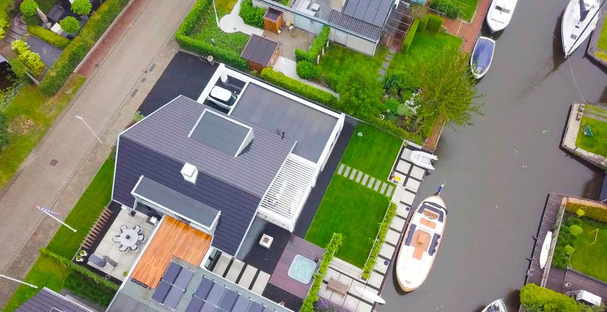 Dronefotografie van een huis in Friesland