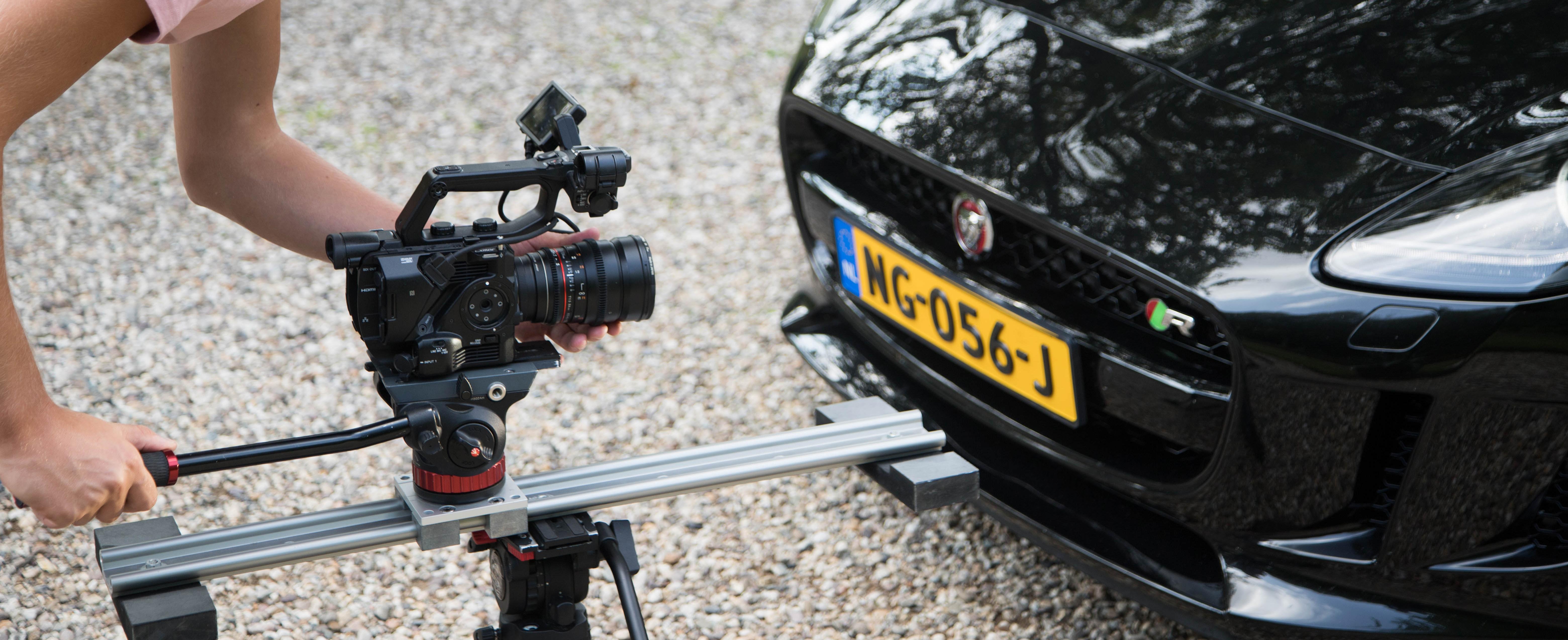 Videograaf in Friesland aan het filmen